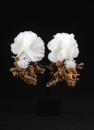 Beyaz Yapay Çiçek Dış Çekim Küpesi