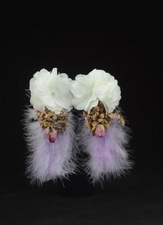 Lila Tüylü Beyaz Çiçek Dış Çekim Küpesi