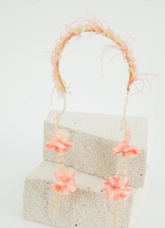 Pudra Çiçekli ve Tüylü Taç